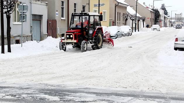 V noci na pondělí napadlo v Nymburce 10 centimetrů sněhu.