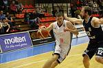 Basketbalisté Nymburka sehráli první utkání letošního roku na své palubovce, soupeřem jim byl celek Děčína.