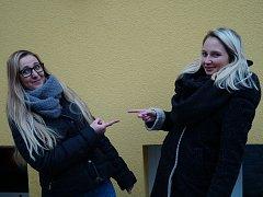 Jana Ondrášiková (vpravo - 23 let, pochází z Mladé Boleslavi) a Andrea Vymyslická (24 let, pochází ze slovenského Unína).