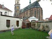 Kostel svatého Jiljí z farní zahrady