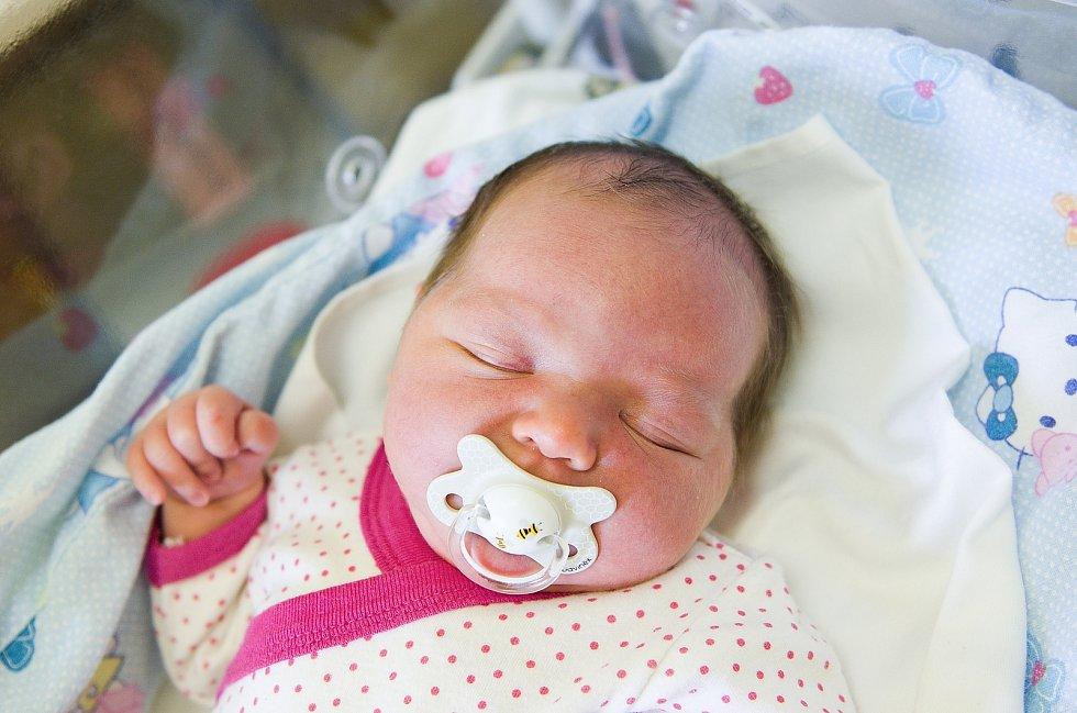 Eliška Vítková se narodila v nymburské porodnici 4. dubna 2021 v 9.06 hodin s váhou 3660 g a mírou 49 cm. Na holčičku se v Semicích těšili maminka Pavla, tatínek Lukáš a sestřičky Petra (8 let) a Kristýna (5 let).