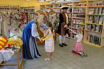 Z prvňáčků se v knihovně stali opravdoví čtenáři.