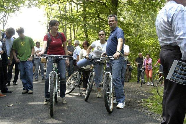 Na Loučeni mají cyklodálnici uprostřed lesa.