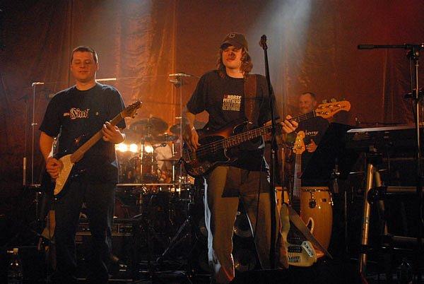 Skupina Blue Effect se svým zpěvákem Vojtou Říhou (vpravo).