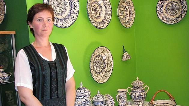 V lesním ateliéru Kuba v Kersku vystavuje maďarská keramička Zita Magyar.