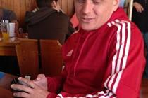 NA SLADKÝCH KNEDLÍCÍCH od paní Vlachové si mohl po zápase se Sokolčí pochutnávat trenér Sadské Milan Svoboda