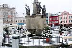 Zasněžené centrum Nymburka ve čtvrtek 7. ledna 2021.