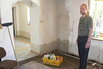 Radek Dlabal v domě krátce po povodni