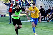 Fotbalisté Městce Králové (v černozeleném) vedli ve Zruči v poločase 1:0, nakonec prohráli 1:2.