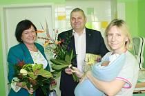 Prvním miminkem roku 2014 narozeným v nymburské porodnici je Matyáš Pelc. Přivítat ho přišli ředitelka nymburské nemocnice Alice Opočenská a starosta Miloš Petera.