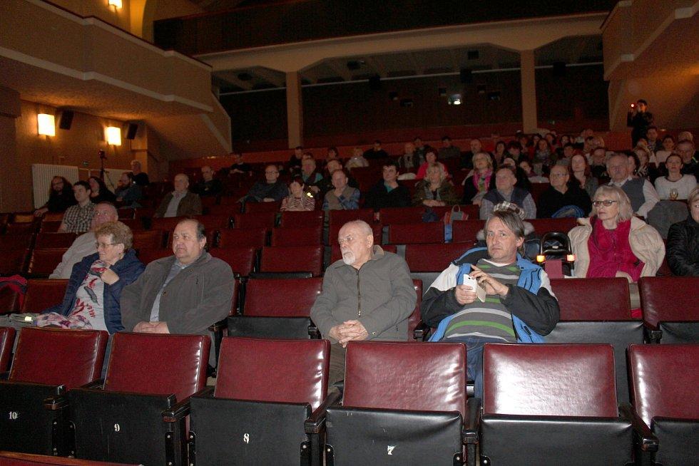 Debata o lávce trvala v kině téměř dvě a půl hodiny.
