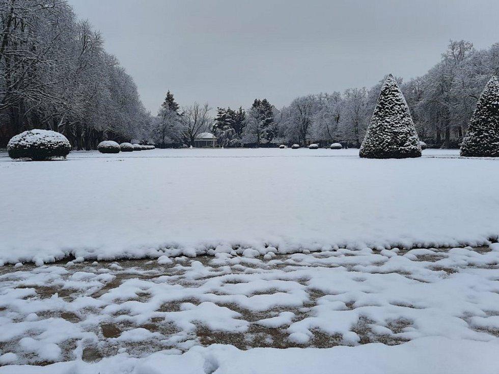Sněhová nadílka v Poděbradech, 7. ledna 2021.