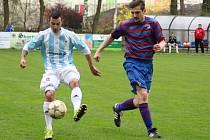 Čtyři góly během dvaceti minut stihl nastřílet totbalový útočník Sadské Tomáš Plot (vlevo)