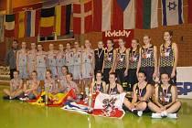 TŘI SADY MEDAILÍ. Mladé basketbalistky Sadské si z Dánska přivezli jednu sadu zlatých a dvě sady bronzových medailí