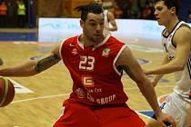 SOUPEŘI NEDALI ŠANCI. Basketbalisté Nymburka opět vyhráli, na své palubovce zdolali celek Ostravy