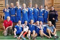 JÁCHYM KŘÍŽEK z Poděbrad (dole vpravo) vybojoval se svým Prosekem sedmé místo na mistrovství republiky volejbalových kadetů. Klání se konalo v Nymburce.