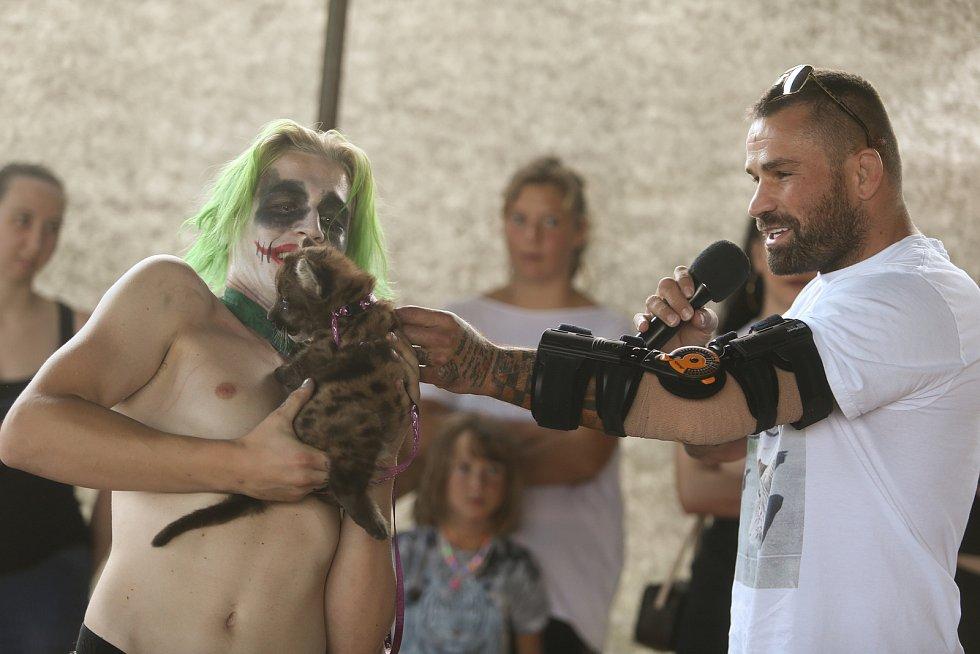 Křest mláděte pumy americké v základně cirkusu JO-JOO ve Zbožíčku na Nymbursku.