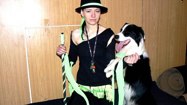 V Dělnickém domě tančili psi