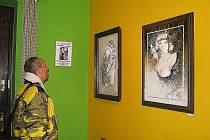 V Lesním ateliéru Kuba v Kersku jsou až do 1. listopadu k vidění keramické obrázky Františka Juračky.
