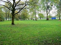 V areálu vedle Jezera má do začátku prázdnin vyrůst nové minigolfové hřiště.