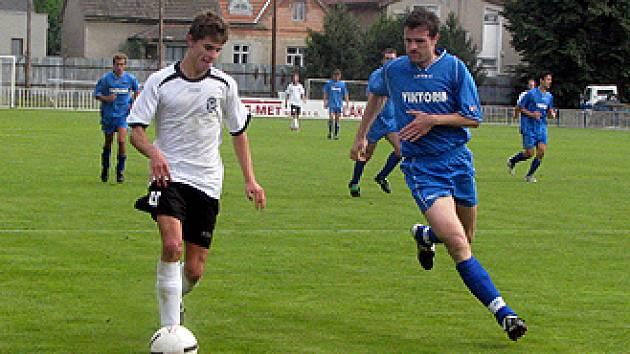 Ze zápasu divize C: Čelákovice - Holice (4:0).