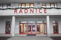 Nová budova radnice v Milovicích spustí provoz v pondělí 12. prosince.