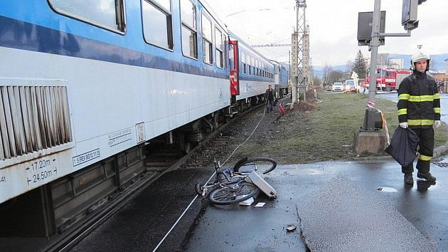 Cyklistu srazil vlak.