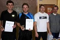 NEJLEPŠÍ ČTVEŘICE. Přeborníkem okresu ve stolním tenisu se stal Luděk Pych (vlevo). Za ním skončili Kyncl, Trajhan a Vojáček