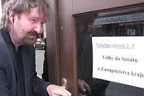 V pátek ve 14 hodin se otevřely volební místnosti.
