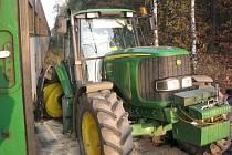 V sobotu odpoledne se v Byšičkách u Lysé nad Labem srazil rychlík do Letohradu s traktorem.