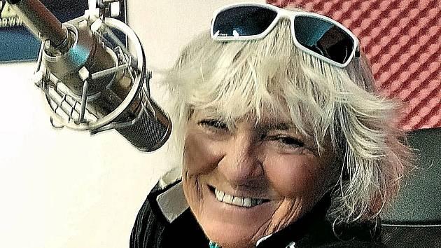 Eva Hrubá za mikrofonem regionálního Rádia Patriot.