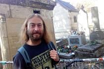 Narodil jsem se v Nymburce a už 38 let tu také žiju. Rád cestuji, nejdál jsem byl v Maroku a v Sýrii (když tam ještě byl mír), mám také rád Itálii a poslední dobou i Paříž. A hodně se mi také líbilo v Norsku. Vždy se ale rád vracím do rodného městečka, kd