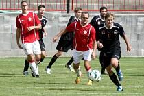 FOTBALISTÉ OSTRÉ (v červeném) předvedli v Příbrami parádní výkon, který korunovali vítězstvím nad Spartakem 4:1