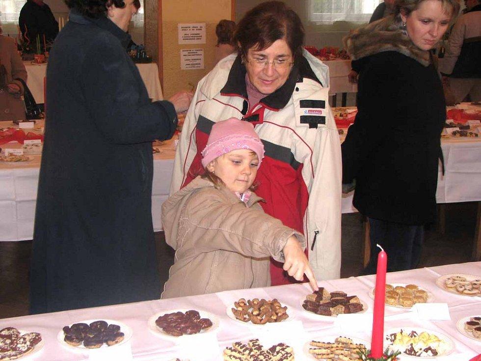 V Městci Králové upekli celkem 41, 604 kilogramů vánočního cukroví. Bude to stačit na rekord?