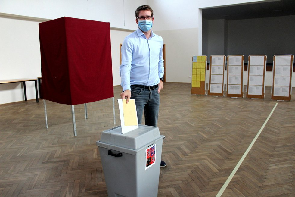 Z hlasování v Semicích.