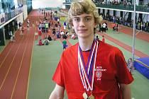 Nymburský atlet Lukáš Hodboď si v jablonecké hale pověsil na krk  tři medaile. Dvě zlaté a jednu bronzovou