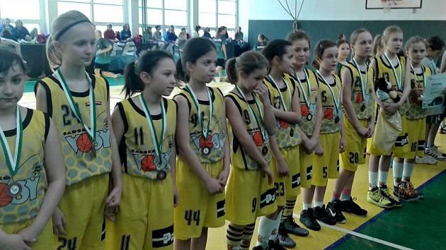 USPĚLY. Mladé basketbalistky ze Sadské obsadily na prestižním turnaji v Ostravě třetí příčku