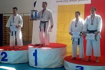 BRONZ. Oddíl Karate TJ Sokol Nymburk reprezentoval na GP Hradce Králové Jiří Bašus (vpravo), který skončil třetí