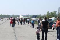 Letci působící na Božím Daru uzavřeli symbolicky letiště kvůli chystané stavbě fotovoltaické elektrárny přímo na přistávací ploše.