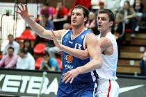 Z basketbalového utkání VTB ligy Nymburk - Krasnojarsk (86:77)