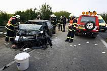 Před sedmou hodinou ranní se mezi Starým Vestcem a semickou křižovatkou srazila dvě osobní auta s Avií. Jeden člově byl lehce zraněn, druhý, se středně těžkým zraněním, byl odvezen vrtulníkem.