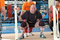 Nymburský Jan Pinc se na republikovém šampionátu chystá pokořit osobní rekord ve dřepu.