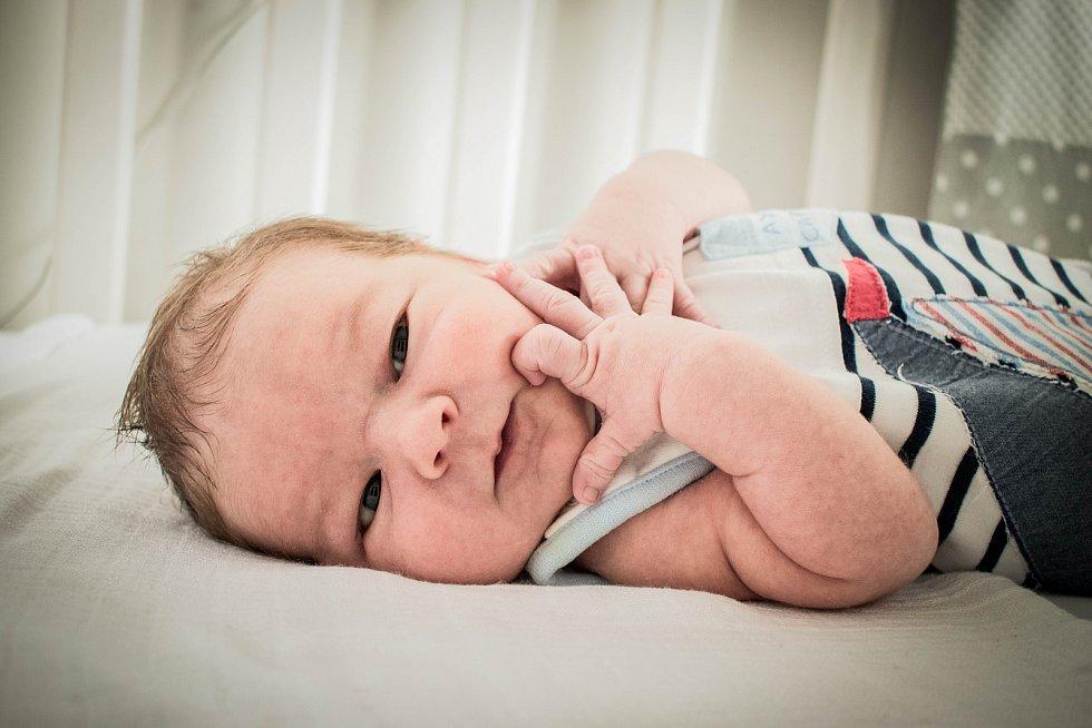 Vojtěch Brothánek, Poděbrady. Narodil se 6. června 2019 v 9.34 hodin, vážil 3 470g a měřil 50 cm. Z chlapečka mají radost maminka Anna, tatínek Aleš a sestřička Alžbětka (3 roky).