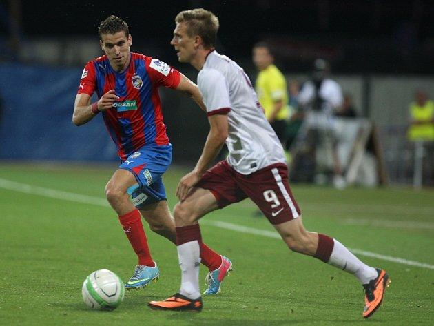 FOTBALISTA BOŘEK DOČKAL nyní válí za pražskou Spartu (snímek ze zápasu s Plzní – číslo 9). V Kladně si ale ligu zahrál také, odstartoval zde svou úspěšnou kariéru mezi mužpi.