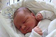 DENISEK MÁ ANETKU. DENIS ŠNAJDR se narodil 17. dubna 2017v 14.06 hodin s mírami 3 910 g a 52 cm. Ze synka se v Nymburce radují máma Petra a táta Jiří. Přebalovat ho bude sestra Anetka (2,5).