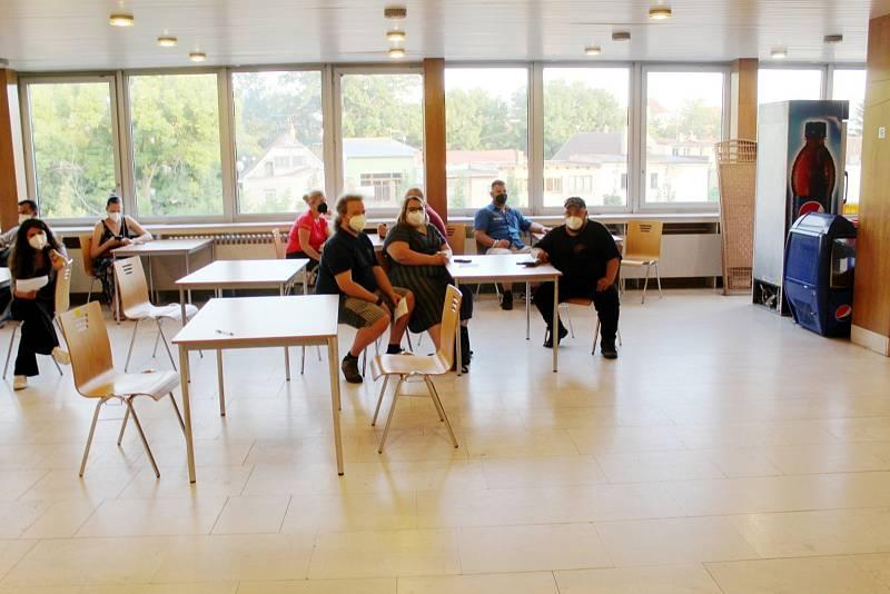 Očkovací centrum sídlí v Nymburce v Obecním domě.