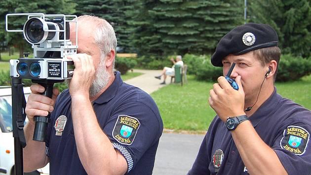 Strážníci zatím vyčkávají, jak se vyvine situace kolem značek umožňující měření