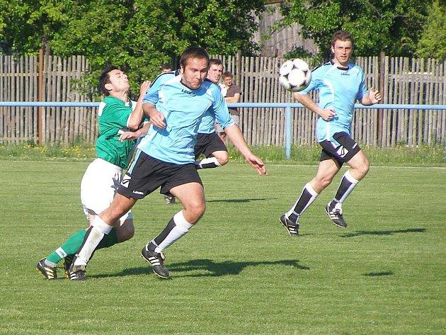 Z fotbalového okresního derby krajské I.B třídy Sadská - Polaban Nymburk B (4:3)