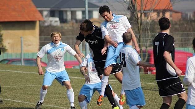 Z fotbalového utkání I.A třídy Vykáň - Dlouhá Lhota (4:1)