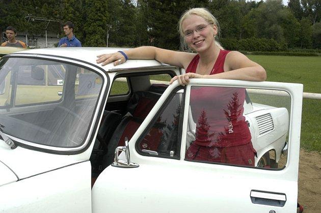 I čtyřiadvacetiletá Lucie Kempná z Ostravy je tento víkend součástí rodiny Hundertgangu, který po desáté hostily Poděbrady.